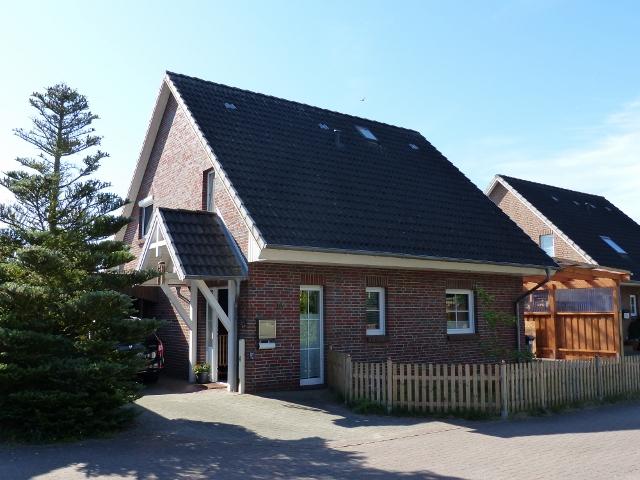 Previous Next Bereits verkauft! Einfamilienhaus mit Carport in Hamweddel