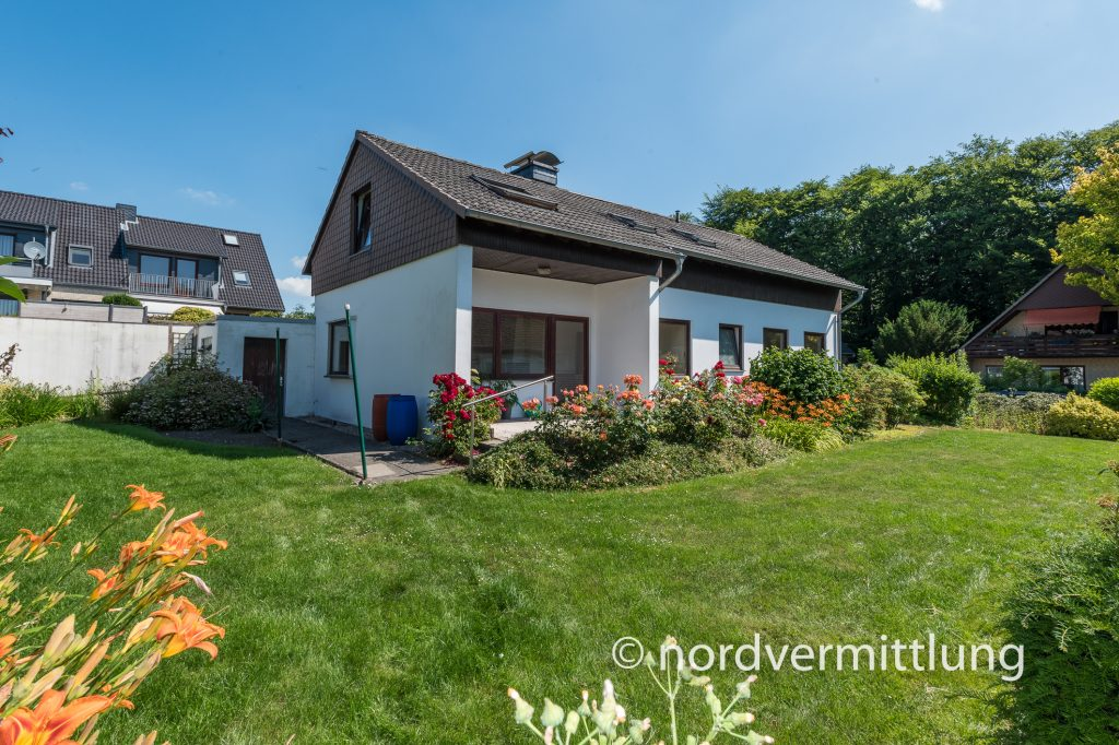 Reserviert: Einfamilienhaus mit Einliegerwohnung und Garage in bevorzugter Wohngegend in Itzehoe – Edendorf!