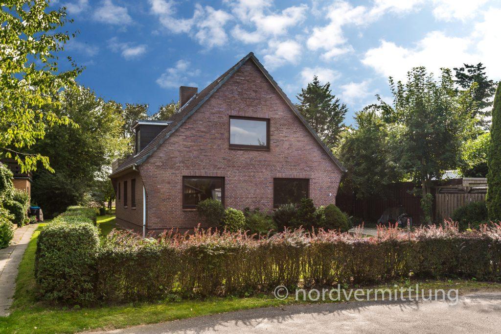 Verkauft: Zweifamilienhaus mit Doppelgarage in Wilster