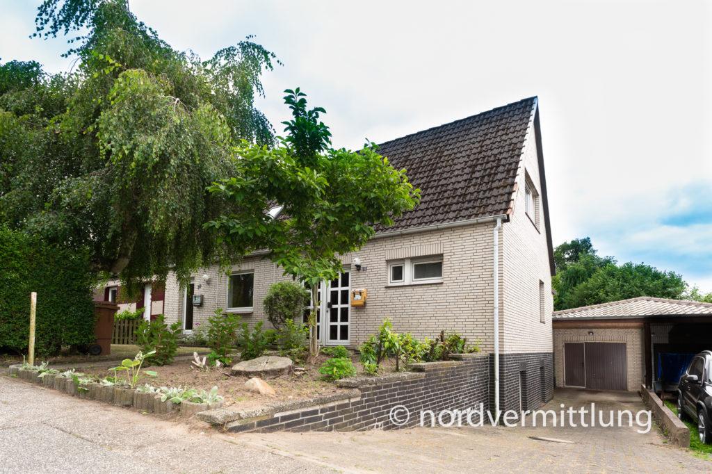 Doppelhaushälfte mit zwei Wohneinheiten in Itzehoe zu verkaufen!